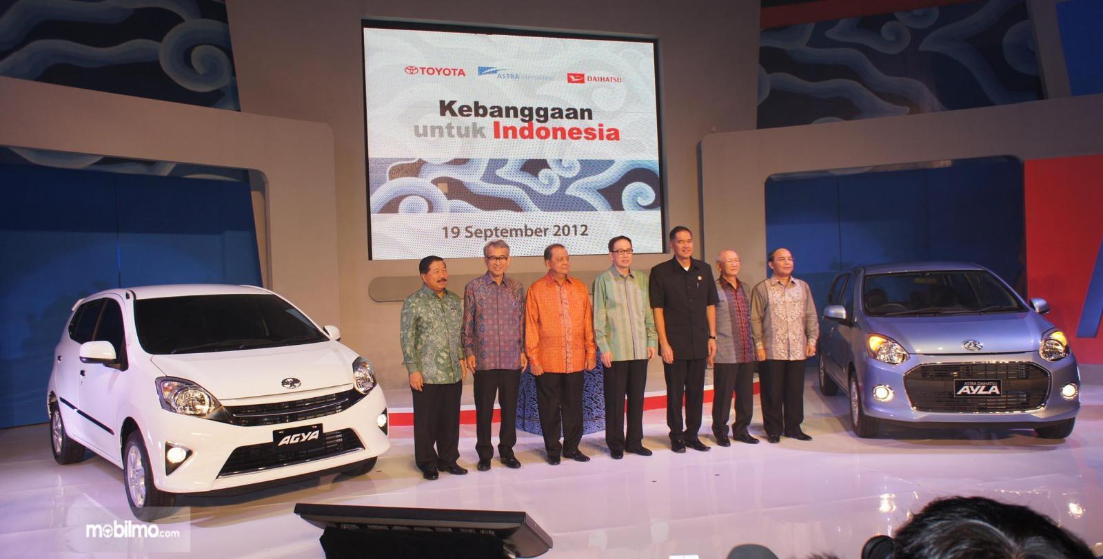 Foto saat Toyota Agya - Daihatsu Ayla diperkenalkan pertama kali tahun 2012