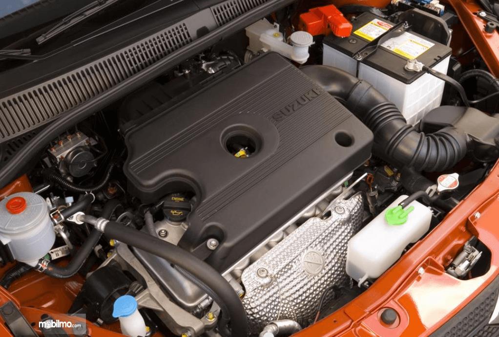 Gambar ini menunjukkan mesin mobil Suzuki SX4 X-Over 2007