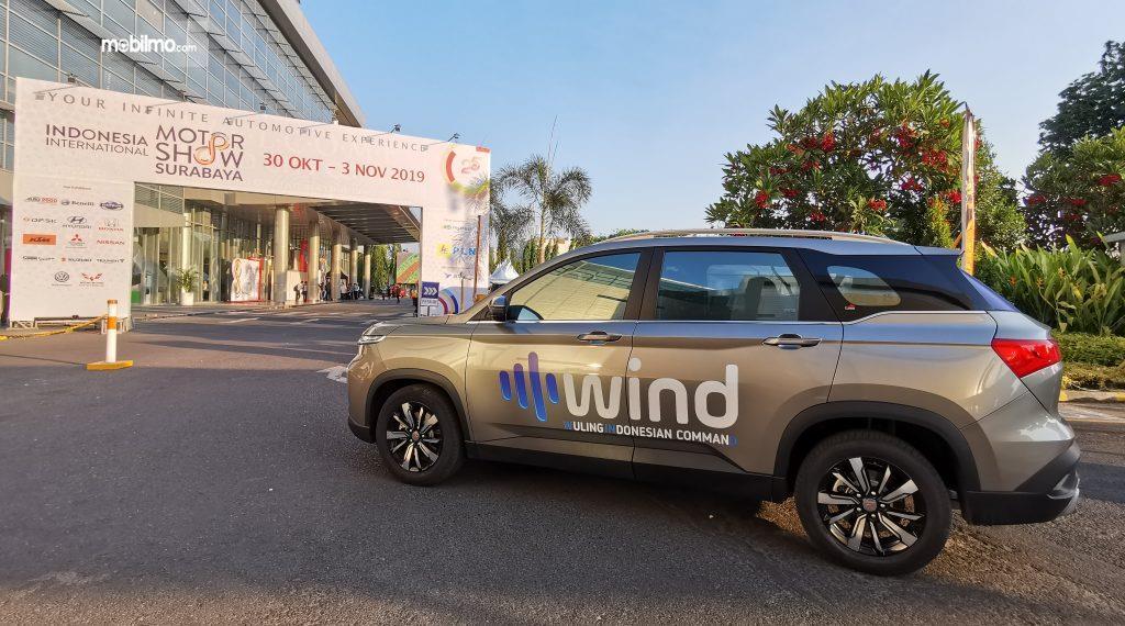 Foto Wuling Almaz dengan teknologi WIND di pameran IIMS Surabaya 2019
