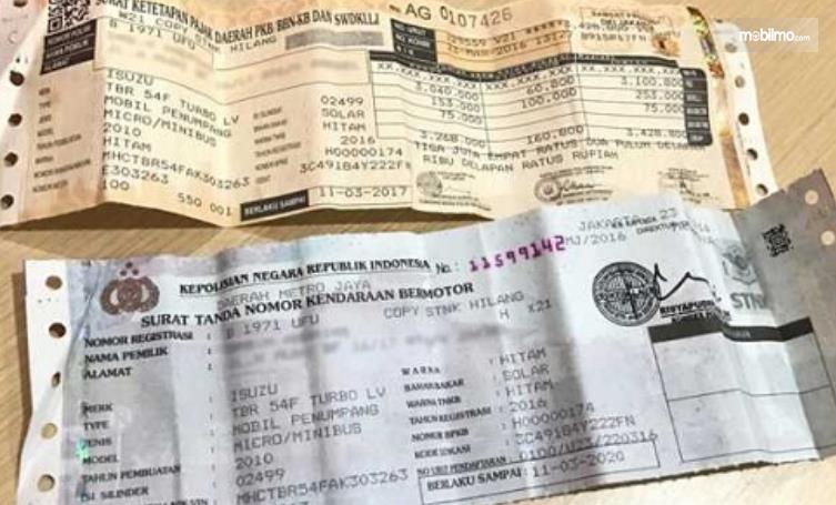Gambar ini menunjukkan STNK 2 lembar dengan bukti pembayaran pajak