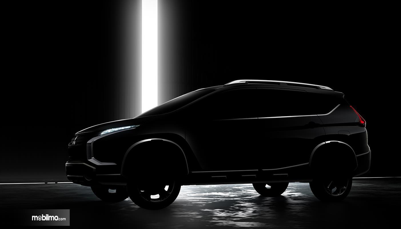 Foto Teaser Mitsubishi Xpander Cross tampak dari samping