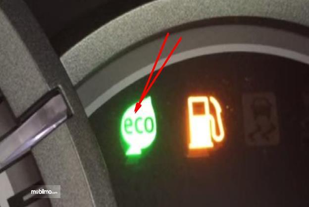Gambar ini menunjukkan indikator Eco Indicator pada mobil toyota Avanza