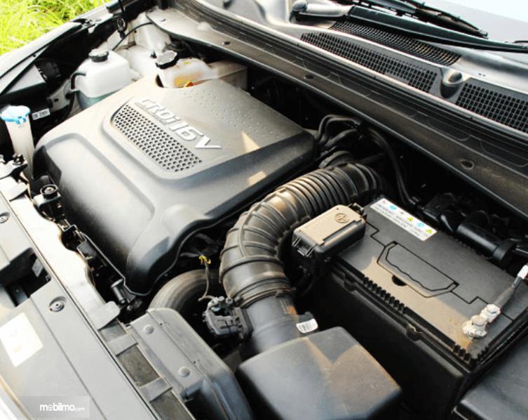 Gambar ini menunjukkan mesin mobil mobil KIA Sportage Diesel 2016