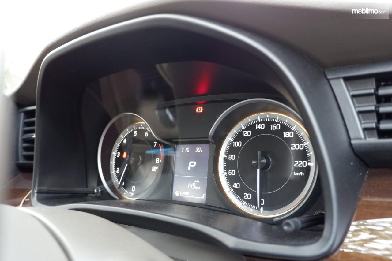 Gambar menunjukkan spidometer Suzuki All New Ertiga GX