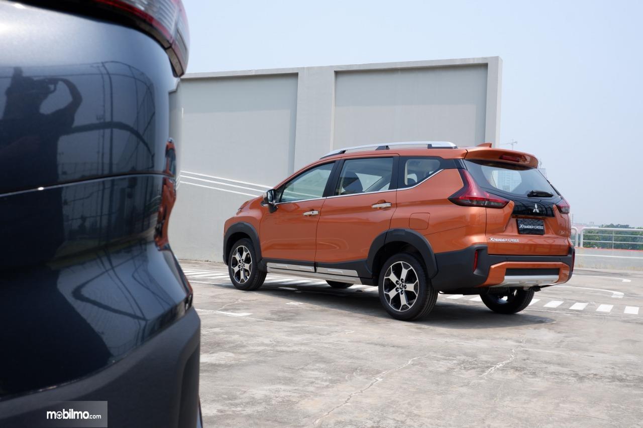 Gambar menunjukkan tampilan belakang Mitsubishi Xpande Cross 2019