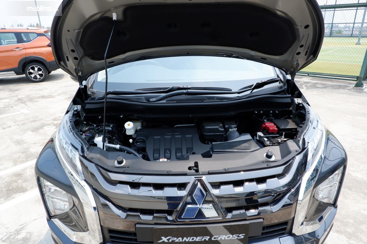 Gambar menunjukkan mesin Mitsubishi Xpander Cross 2019