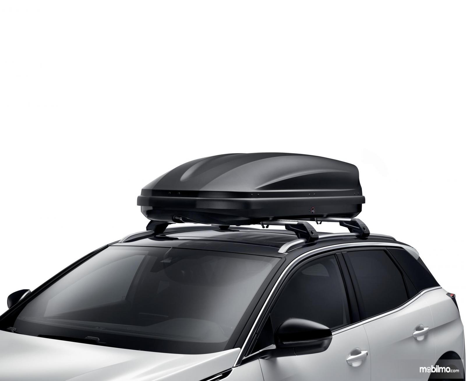 Roof Box digunakan pada Peugeot 3008