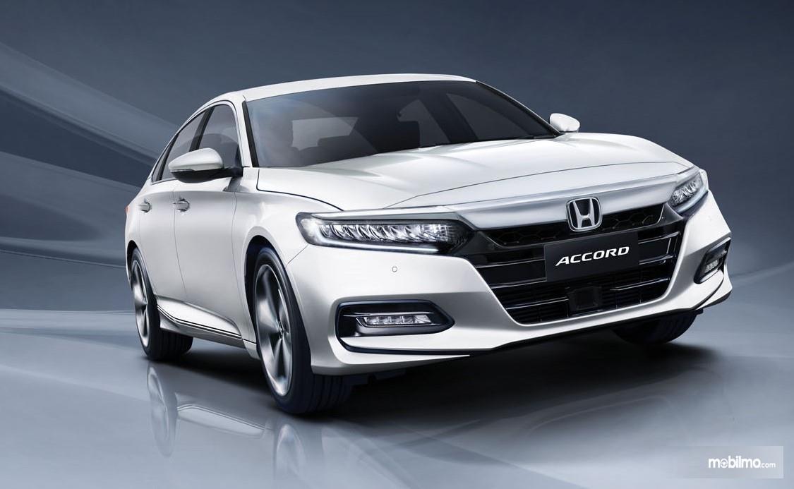 Foto All New Honda Accord tampak dari samping depan