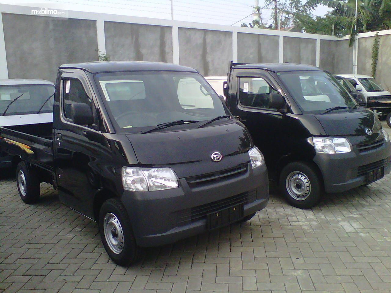 Foto Daihatsu Gran Max PU tampak dari samping depan
