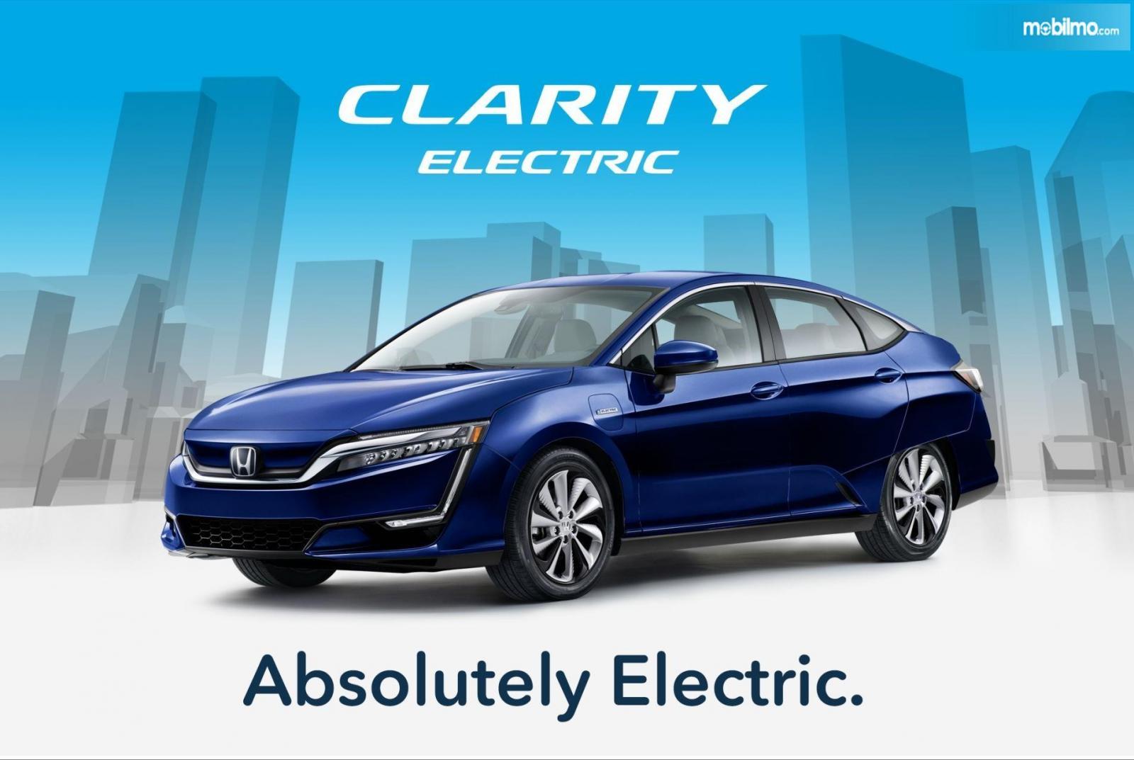 Foto Honda Clarity Electric tampak dari samping depan