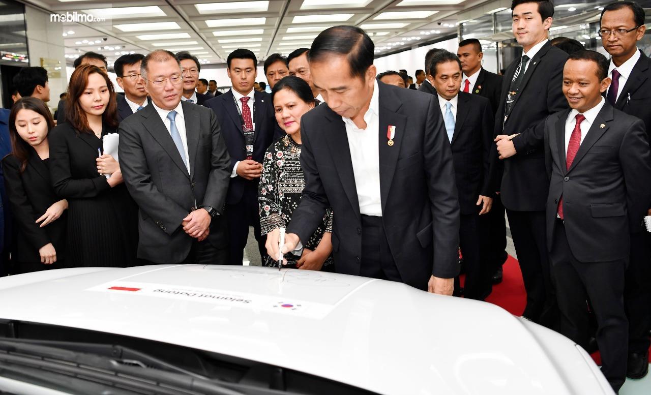Foto saat Presiden Jokowi menandatangani MoU antara Hyundai dengan pemerintah RI
