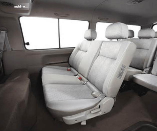 Gambar ini menunjukkan jok mobil KIA Pregio 2008