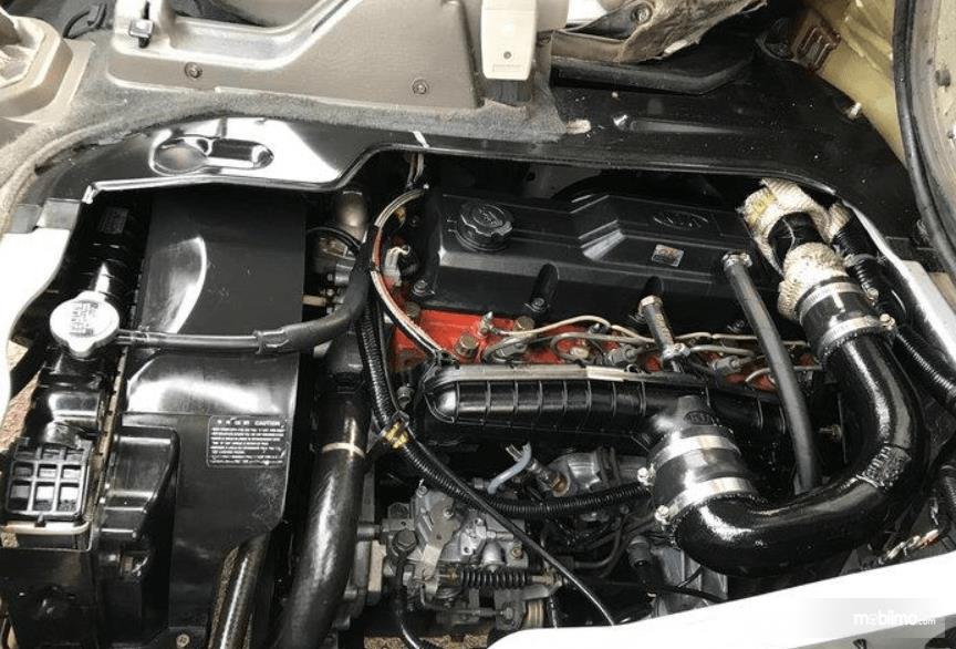 Gambar ini menunjukkan mesin mobil KIA Pregio 2008