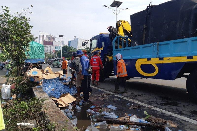 Foto Kecelakaan di Tol Cawang-Grogol