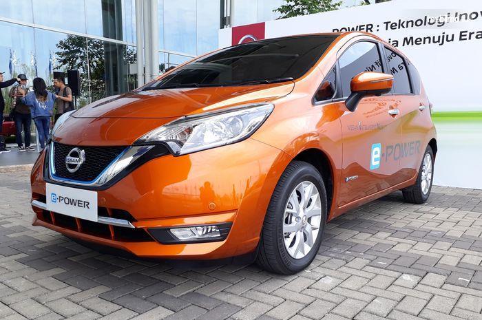 Foto Nissan NOTE e-Power tampak dari samping depan