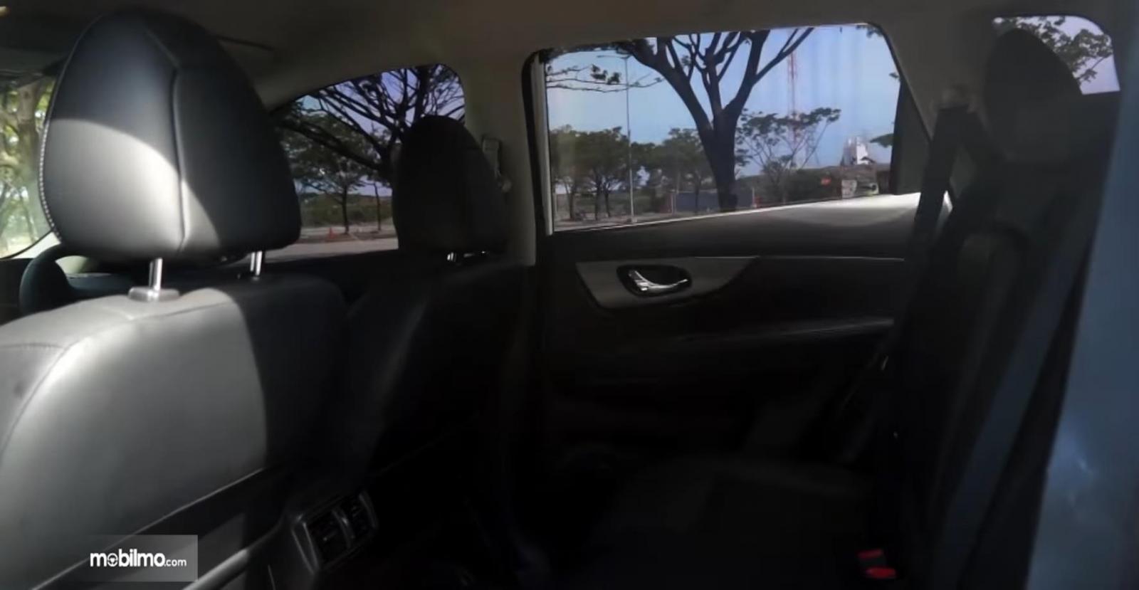 Gambar ini menunjukkan jok mobil Nissan X-Trail Hybrid 2015