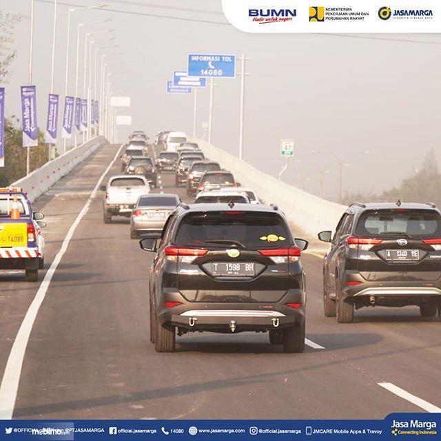 Foto menunjukkan Jalan Tol Jakarta Cikampek II Elevated sudah resmi dibuka
