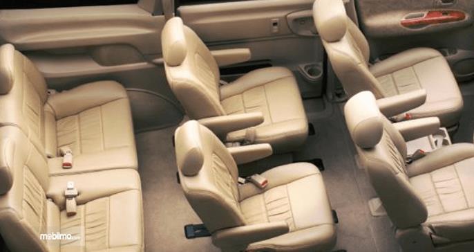 Gambar ini menunjukkn konfigurasi jok mobil Nissan Serena 2012