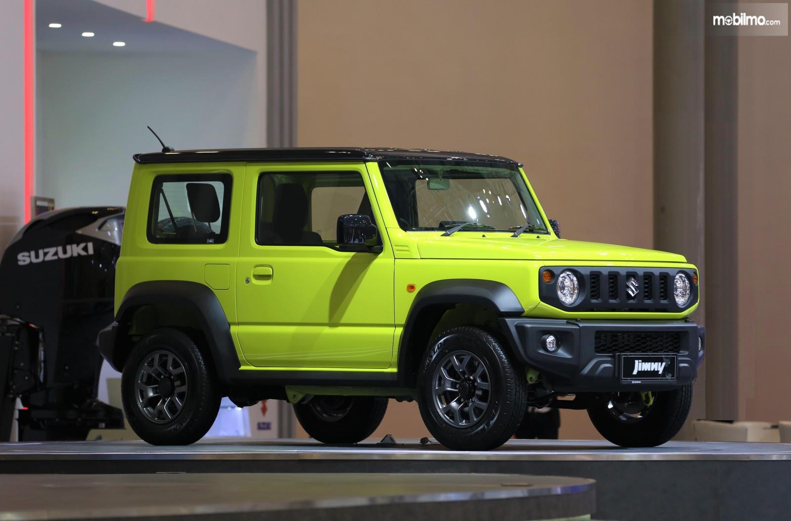 Foto Suzuki Jimny tampak dari samping