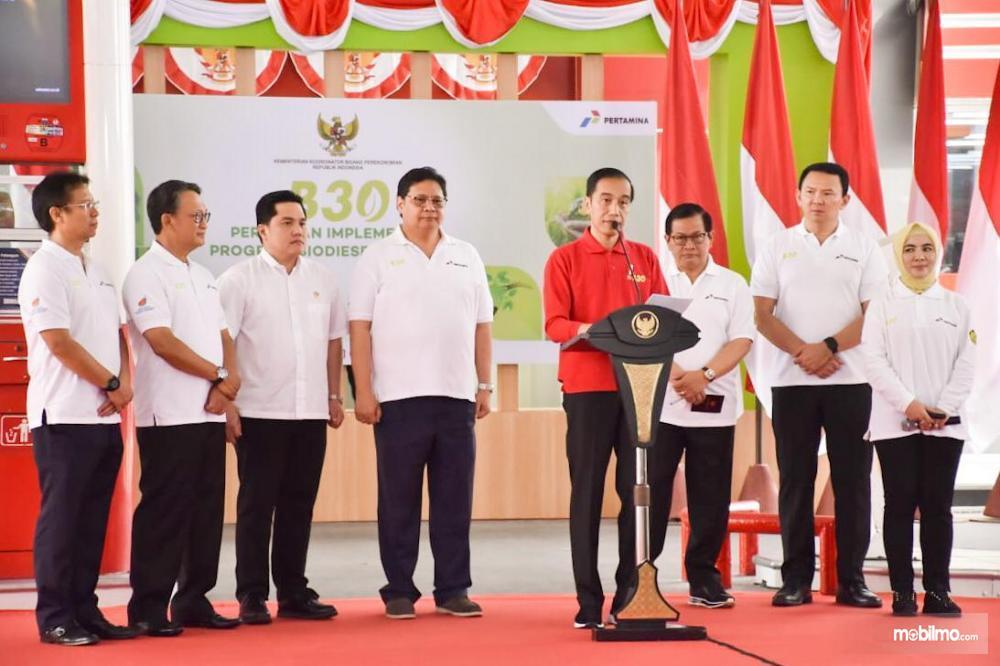 Foto menunjukkan Presiden Joko Widodo melakukan launching Mandatori B30 di Jakarta