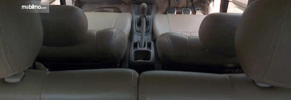 Gambar ini menunjukkan jok mobil Pada Daihatsu Terios TX 2006