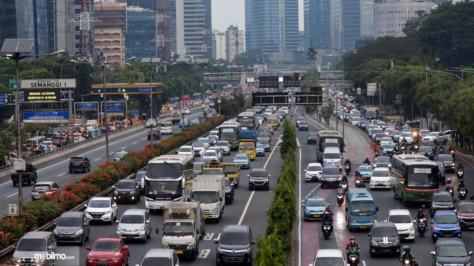 Foto menunjukkan suasana kemacetan di salah satu ruas jalan ibu kota