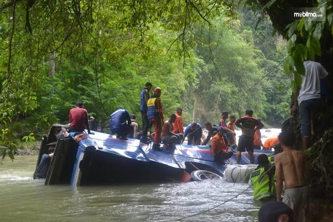 Foto kondisi Bus Sriwijaya yang masuk jurang di Pagar Alam Sumatera Selatan