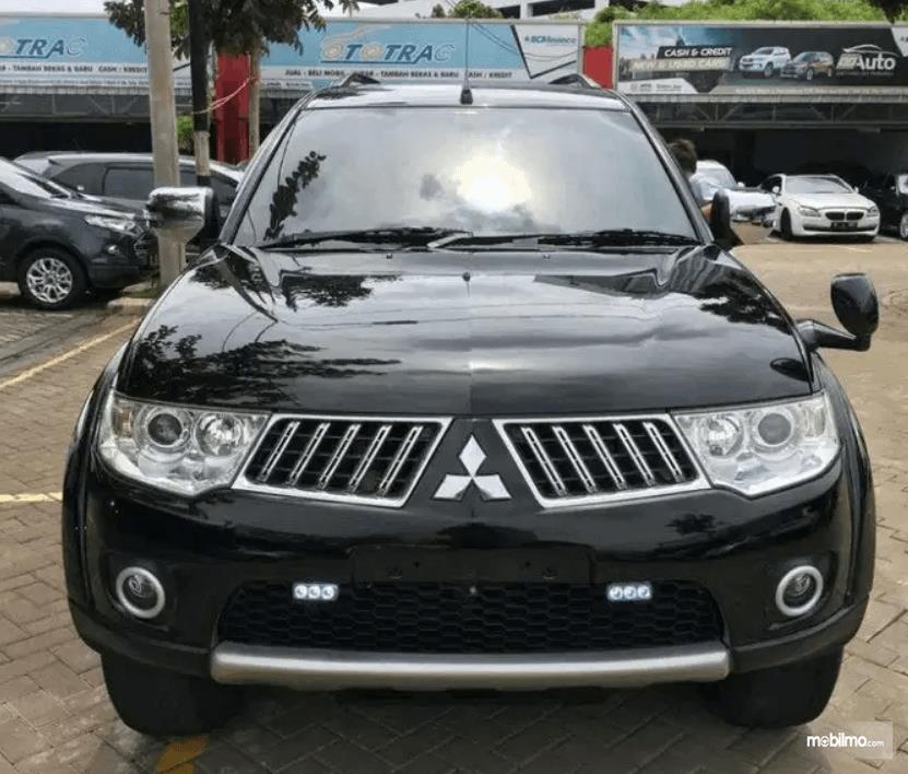 Gambar ini menunjukkan bagian depan Mitsubishi Pajero Sport 2009