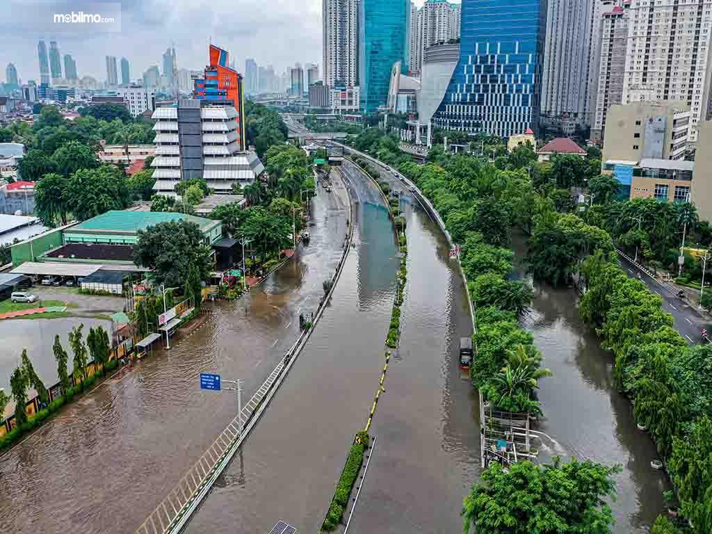 Foto menunjukkan banjir di salah satu ruas jalan ibu kota
