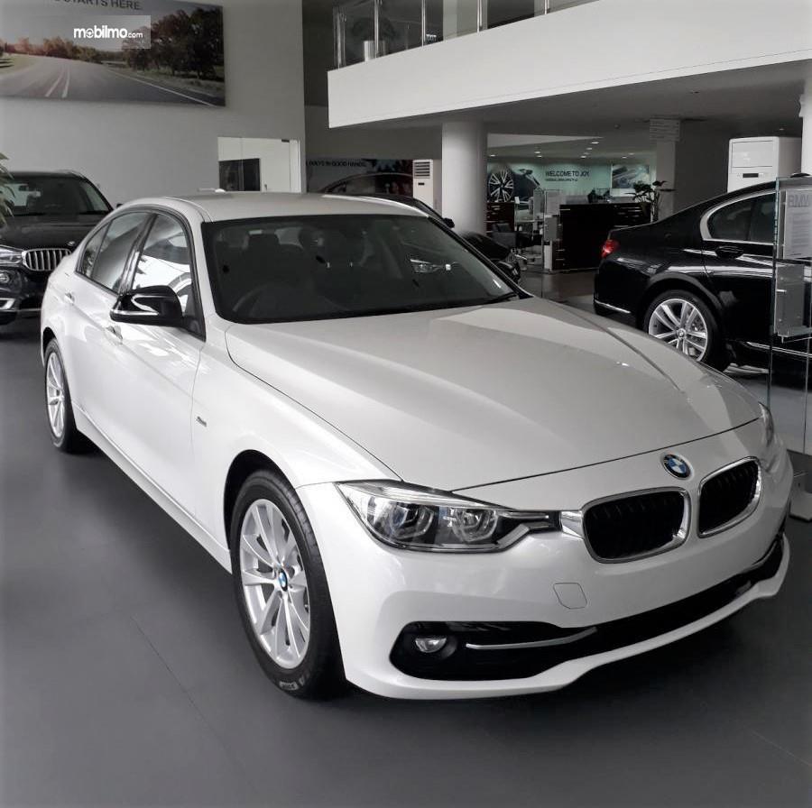 Foto menunjukkan tampilan BMW 320i Sport 2018