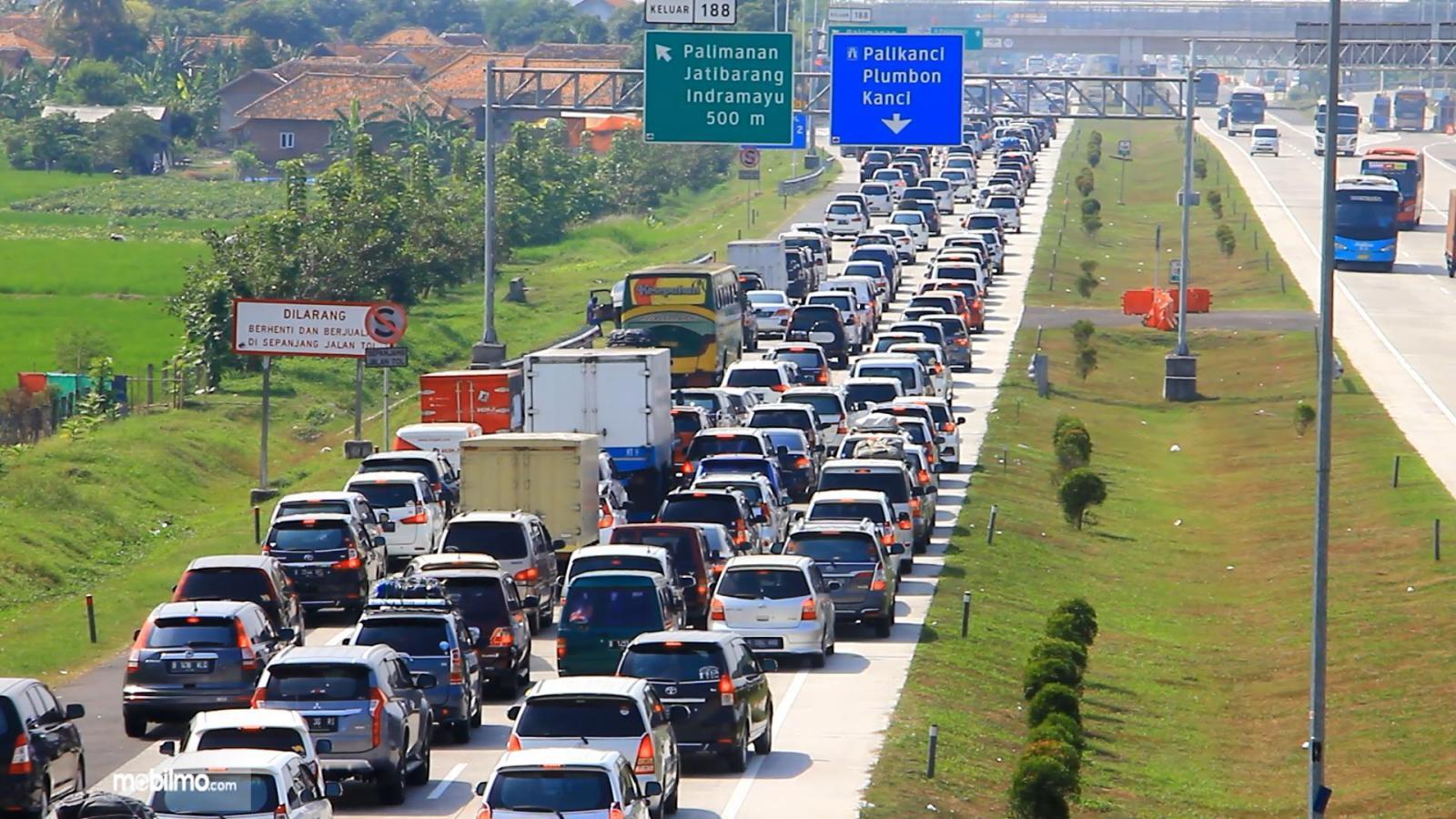 Foto menunjukkan kepadatan Lalu lintas di Tol Cipali