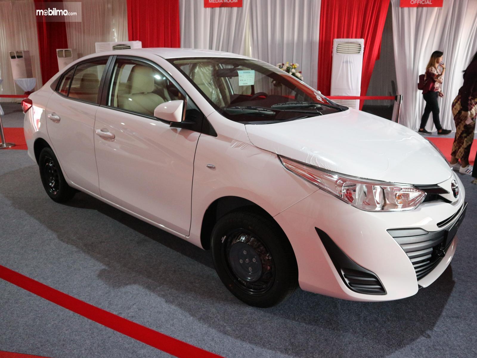 Foto menunjukkan Toyota Vios versi ekspor