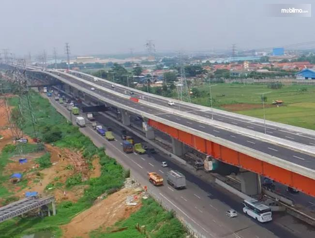 Foto Jalan Tol Layang Jakarta - Cikampek dari udara