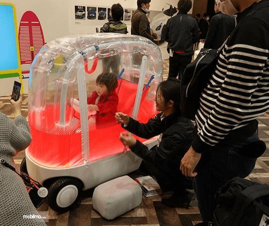 Gambar ini menunjukkan mobil khusus anak dari Honda Aibou