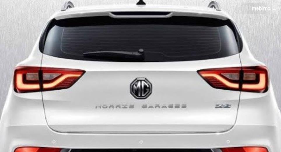 Gambar ini menunjukkan salah satu mobil Morris Garage tampak belakang
