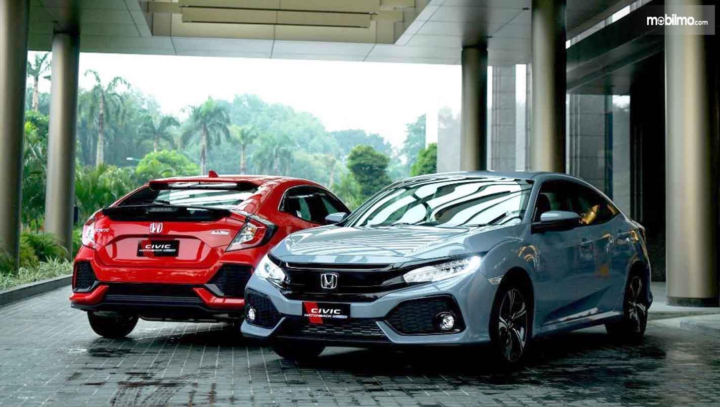 Foto Honda Civic Hatchback tampak dari depan belakang