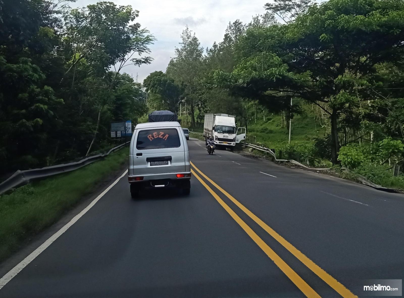 Foto Marka Ganda Utuh di jalur Ambarawa-Magelang Jawa Tengah