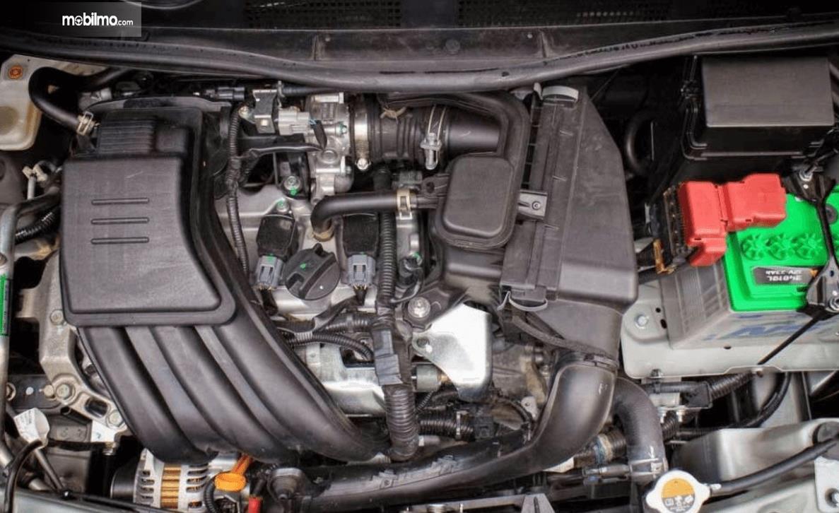 Gambar ini menunjukkan mesin mobil Datsun GO Live 2018
