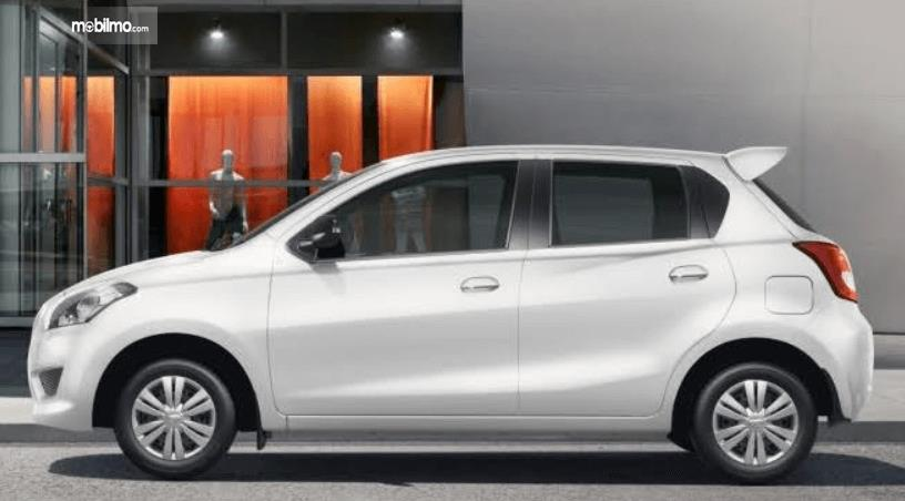 Gambar ini menunjukkan bagian samping Datsun Go 2016