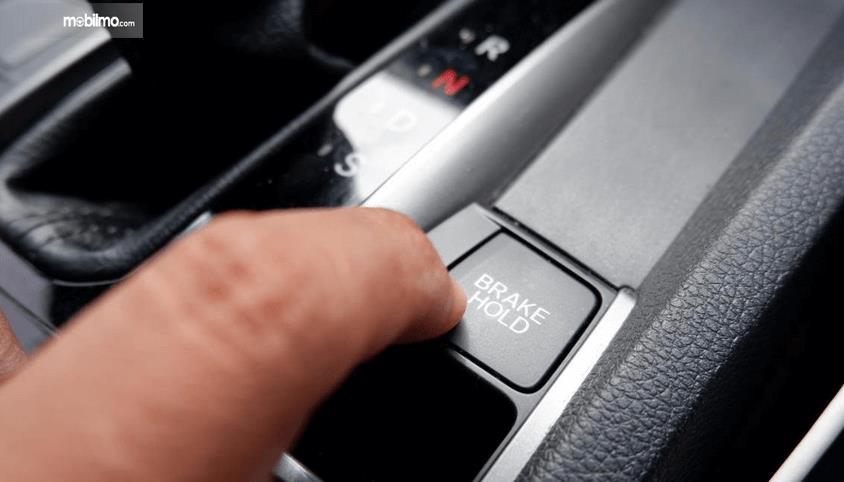 Gambar ini menunjukkan fitur pada Honda Civic Hatchback 2017