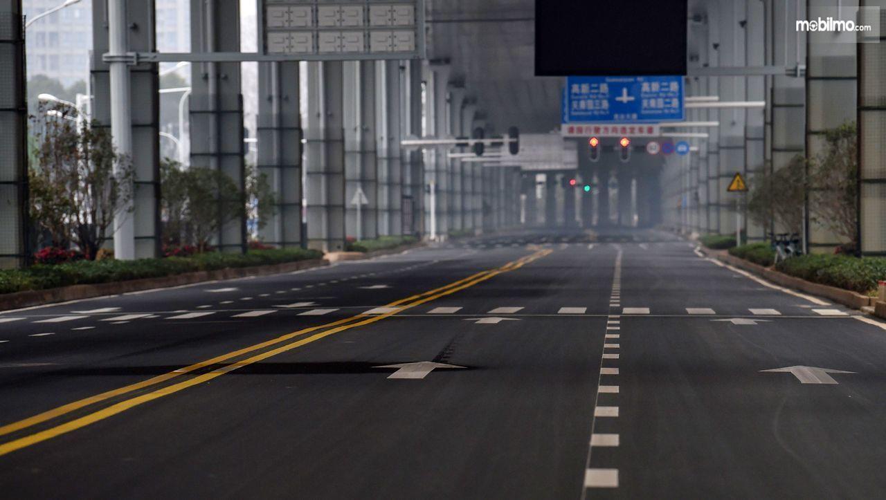 Foto menunjukkan situasi jalanan kota Wuhan China yang lengang