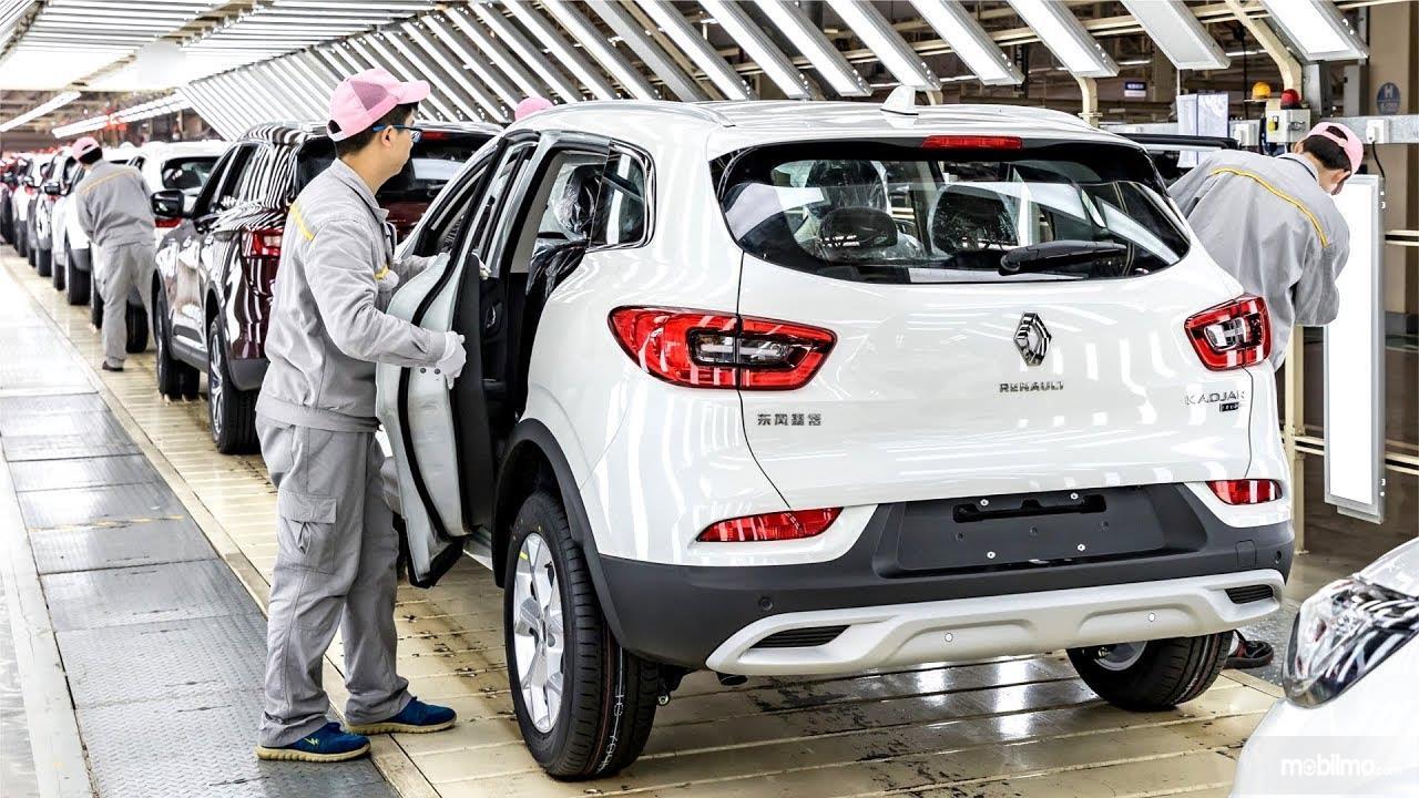 Foto menunjukkan proses produksi Renault Kadjar di China