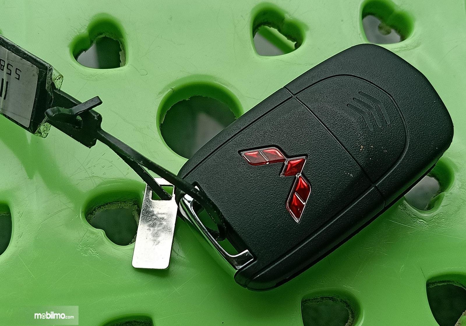 Foto menunjukkan Kunci kotak Wuling Confero S