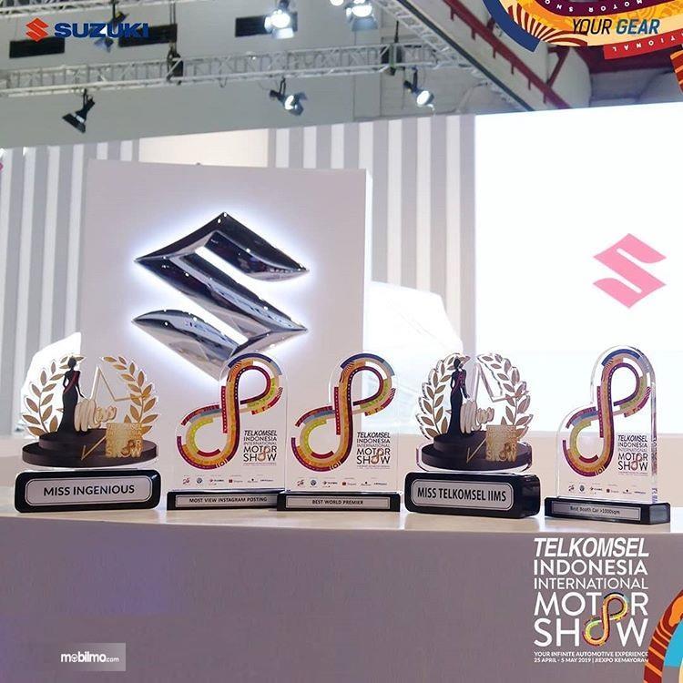 Foto penghargaan yang diterima Suzuki di ajang IIMS 2019