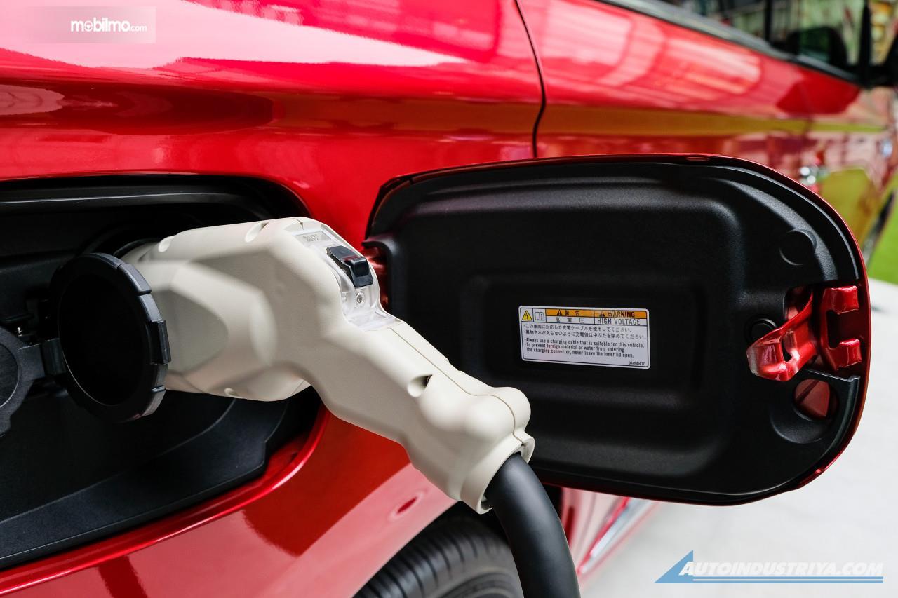 Foto menunjukkan Charging Port mobil listrik