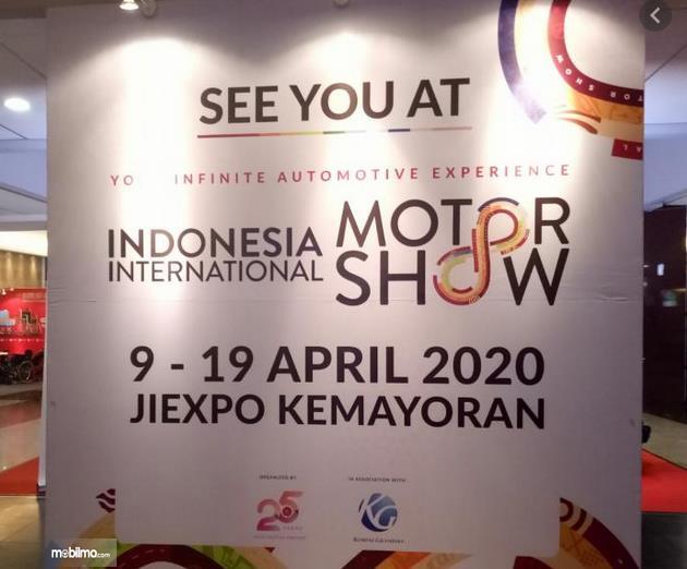 Gambar ini menunjukkan papan pengumuman tentang IIMS 2020