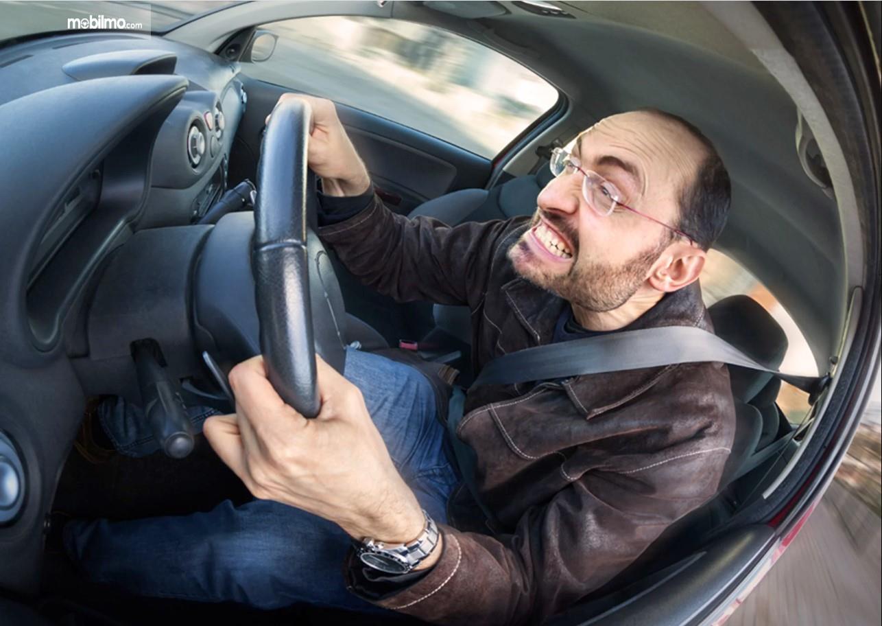 Foto pengemudi bergaya