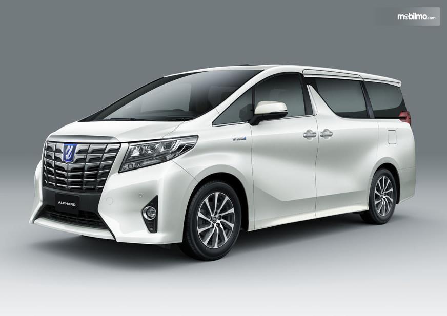 Foto Toyota Alphard Hybrid dari samping depan