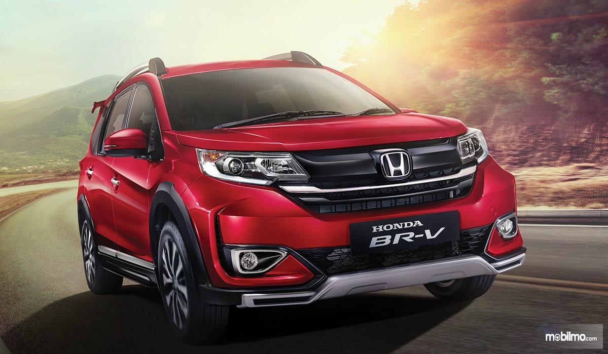 Foto menunjukkan tampilan Honda BR-V 2019 dari samping depan