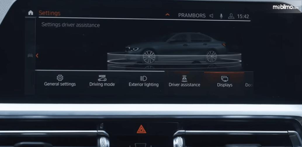 Gambar ini menunjukkan layar head unit pada mobil All-New BMW 320i Sport 2019